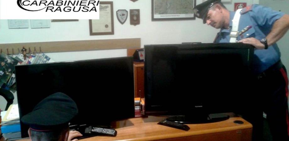 Ragusa, prima le condoglianze ai parenti poi il furto di due televisori a casa della defunta: 4 denunciati