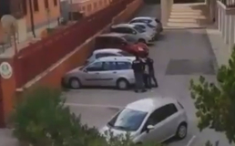 Caltanissetta, in corso operazione di polizia: il video di un lettore mentre gli agenti fermano un uomo
