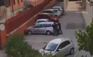 http://www.seguonews.it/caltanissetta-operazione-di-polizia-in-corso-il-video-di-un-lettore-mentre-gli-agenti-fermano-un-uomo