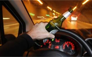Si aggirava per Riesi in auto totalmente ubriaco: 57enne denunciato