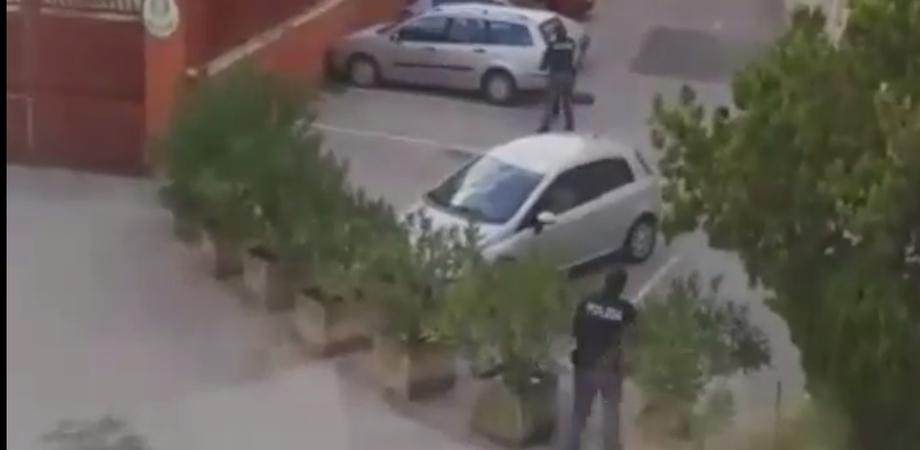 Caltanissetta, a bordo di un motociclo non si fermano all'alt della polizia: inseguiti e bloccati in via Bissolati