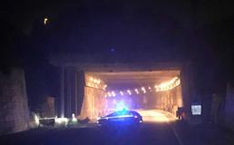 Caltanissetta, crollo di calcinacci all'interno della galleria sulla Ss 626: traffico in tilt alle porte della città