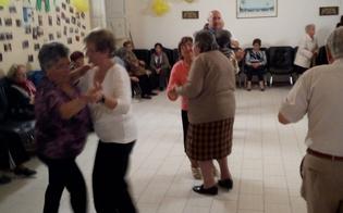 http://www.seguonews.it/caltanissetta-al-centro-diurno-anziani-dellistituto-testasecca-un-pomeriggio-di-festa-balli-e-degustazioni