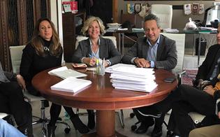 http://www.seguonews.it/caltanissetta-citta-cardio-protetta-siglato-il-protocollo-tutte-le-farmacie-dotate-di-defibrillatori