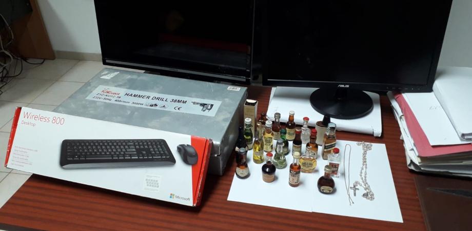 San Cataldo. In casa con un pc, un televisore e altri oggetti rubati: 30enne arrestato per ricettazione dai carabinieri