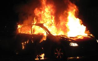http://www.seguonews.it/niscemi-nella-notte-auto-data-alle-fiamme-e-colpi-darma-da-fuoco-contro-un-furgone