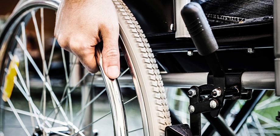 """La denuncia del M5S: """"Disabili gravissimi, ritardi insostenibili nell'erogazione degli assegni di cura"""""""