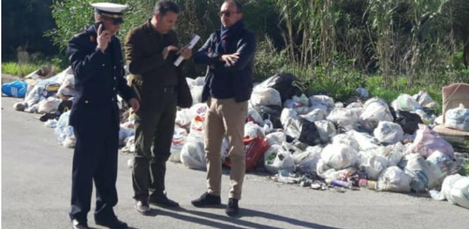 Emergenza sanitaria a Gela, la città in alcuni quartieri è invasa da cumuli di rifiuti