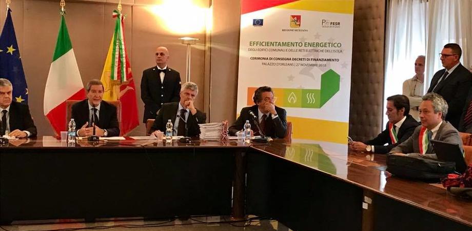 Energia sostenibile. Finanziati progetti per un milione e mezzo di euro. Il sindaco Ruvolo riceve i decreti dal presidente Musumeci