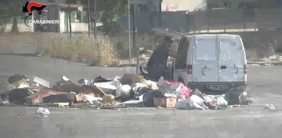Rifiuti abbandonati ad Agrigento, le telecamere incastrano 350 persone: multe per oltre 200 mila euro