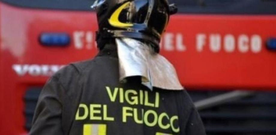 Mantova, dà fuoco alla casa con dentro il figlio: morto bambino di 11 anni