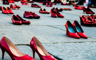 http://www.seguonews.it/giornata-contro-la-violenza-sulle-donne-flash-mob-a-gela-sul-sagrato-della-chiesa-madre