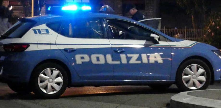 Caltanissetta, ubriaco prima disturba gli avventori di un pub e poi si scaglia contro i poliziotti: arrestato