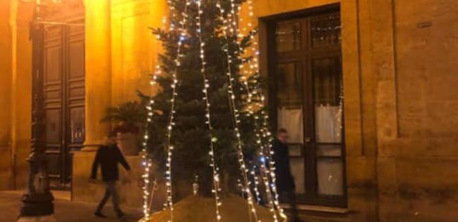 L'albero di Natale del Comune di Caltanissetta ribattezzato