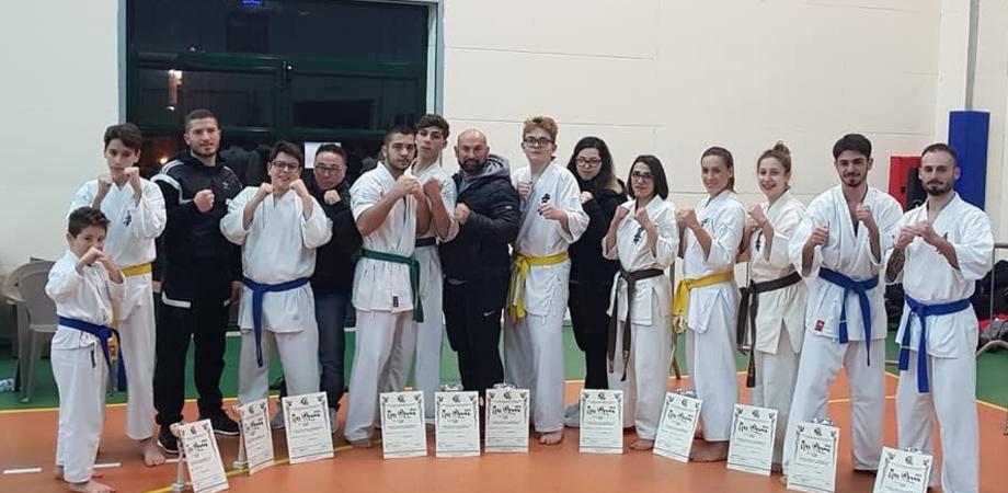 Karate Kyokushinkai, gli atleti della Fight Club di Caltanissetta conquistano 16 coppe al Mas Ojama di Oliveto Citra