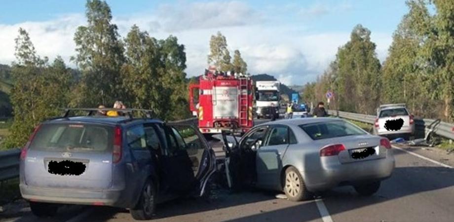 Scontro tra tre auto sulla Ss626 all'altezza di Capodarso: 6 i feriti trasportati tra Enna e Caltanissetta