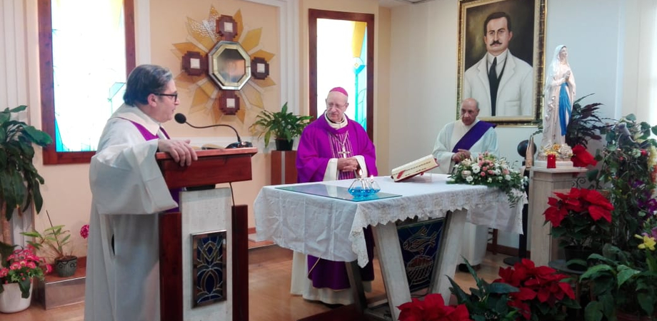 """Il vescovo celebra la messa al Sant'Elia: """"Il Natale dovrà essere il risveglio. L'ospedale deve rinascere"""""""