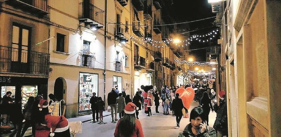 Centro storico di Caltanissetta ancora senza addobbi e luminarie: i commercianti si organizzano