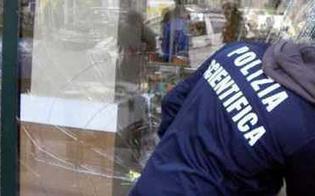 http://www.seguonews.it/caltanissetta-malviventi-tentano-altro-colpo-in-un-negozio-di-ricambi-danneggiano-la-vetrata-e-poi-fuggono