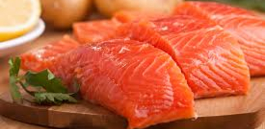 Allarme listeria, ritirato dai supermercati un lotto di salmone