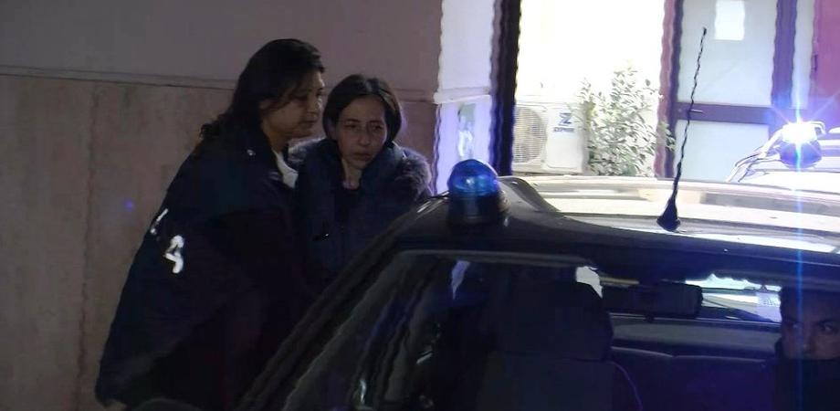 Accoltellato e ucciso mentre dormiva a Palermo: arrestata moglie e due figli. Delitto cruento con lame da macellai