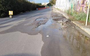 http://www.seguonews.it/caltanissetta-cede-manto-stradale-in-via-costa-ma-nessuno-interviene-automobilisti-costretti-a-fare-pericolose-gimkane
