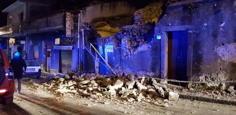 L'Etna fa sul serio, nella notte terremoto di magnitudo 4.8: dieci persone ferite nel Catanese