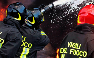 http://www.seguonews.it/capannone-in-fiamme-lungo-la-strada-provinciale-tra-caltanissetta-e-delia-a-fuoco-diversi-mezzi-agricoli