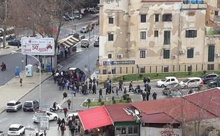 A Palermo traffico e ambulanza bloccati per un funerale. Alla fine anche i fuochi d'artificio