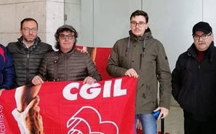 http://www.seguonews.it/gela-addetti-alla-sosta-a-pagamento-continua-la-protesta-dei-lavoratori-licenziati-otto-mesi-fa