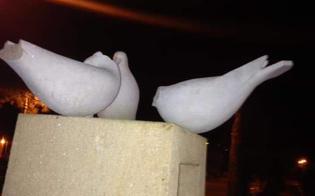 http://www.seguonews.it/caltanissetta-nuovo-atto-vandalico-alla-villa-amedeo-decapitate-le-colombe-della-stele-di-giuliana