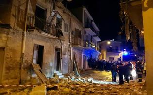 http://www.seguonews.it/tragedia-a-delia-scoppia-una-bombola-a-gas-crolla-piano-di-una-palazzina-un-morto
