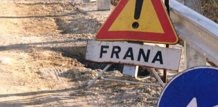 Caltanissetta, frana sulla Ss 122 causata dalla rottura di una condotta idrica: la strada riaprirà domani