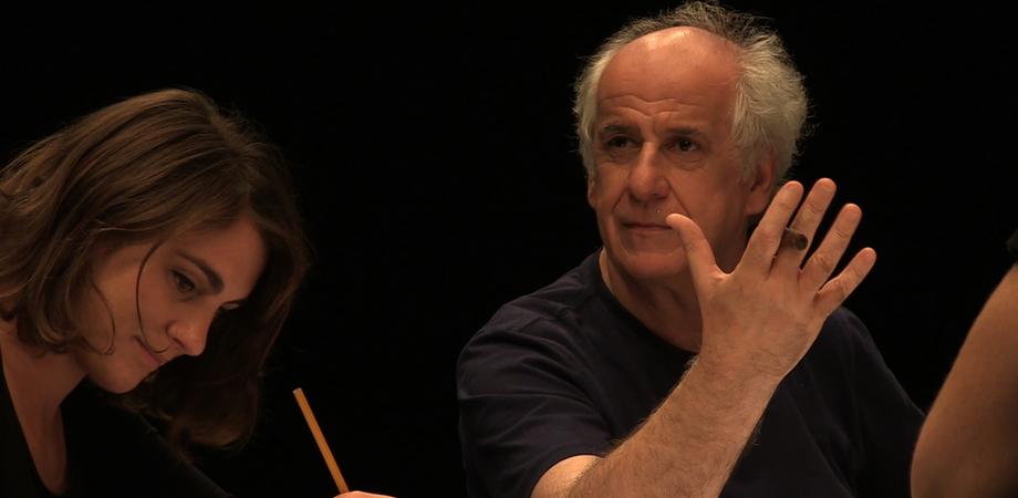 """Caltanissetta, al teatro Margherita la compagnia di Toni Servillo porta in scena """"New Magic People Show"""""""
