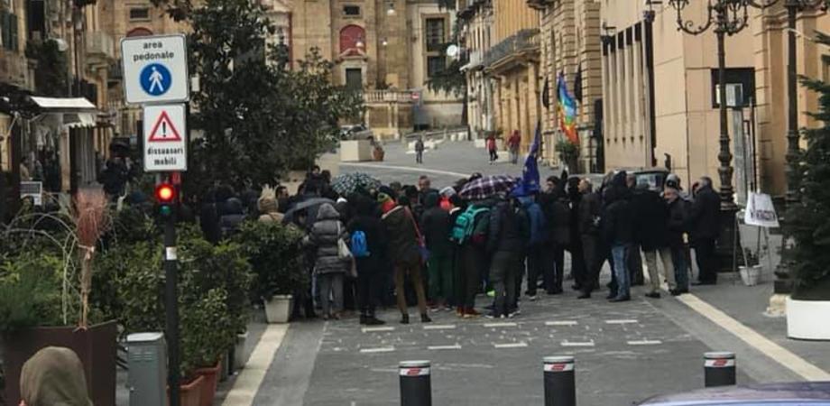 """Manifestazione Caltanissetta Antirazzista: """"Pochi o tanti?"""" Non importa, in piazza è sceso il coraggio"""
