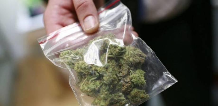 Andava in giro con la marijuana, arrestato a Caltanissetta un 21enne: aveva 160 grammi di droga