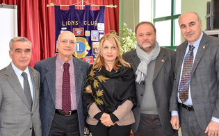 http://www.seguonews.it/mazzarino-i-lions-incontrano-i-giovani-il-sociologo-pira-spiega-come-affrontare-cyberbullismo-e-sexting