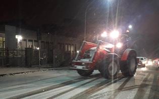 Spargisale e spazzaneve in azione a Caltanissetta, diversi i soccorsi agli automobilisti. In azione anche la Protezione Civile