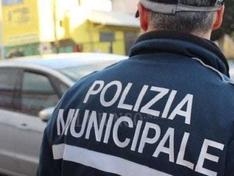 Caltanissetta, operazione della Polizia Municipale: 15 auto abbandonate in un posteggio. Sequestri a tappeto