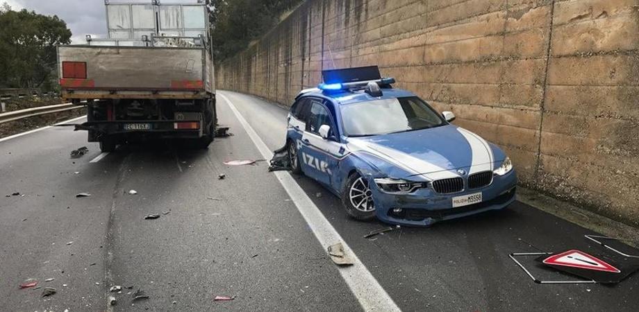 Autostrada A19. Camionista tampona e distrugge auto della Polstrada. Fuori i tre agenti tra cui un sancataldese