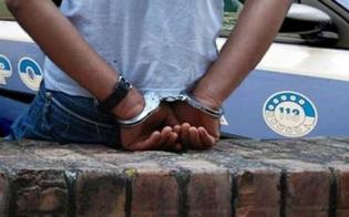 https://www.seguonews.it/caltanissetta-sorpreso-a-spacciare-fuori-dalla-sua-abitazione-ma-era-ai-domiciliari-richiedente-asilo-arrestato