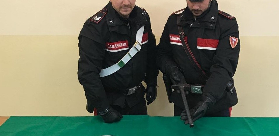 Gela, massacrato a colpi di martello per motivi passionali: arrestati padre e figlio