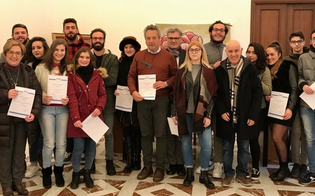http://www.seguonews.it/le-vie-dei-tesori-a-caltanissetta-riconoscimento-ai-giovani-impegnati-nelle-visite-guidate-al-teatro-margherita