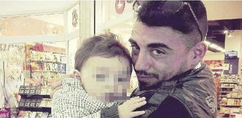 """Bimbo ucciso nel napoletano, il compagno della madre confessa: """"Avevano rotto la sponda del letto"""""""
