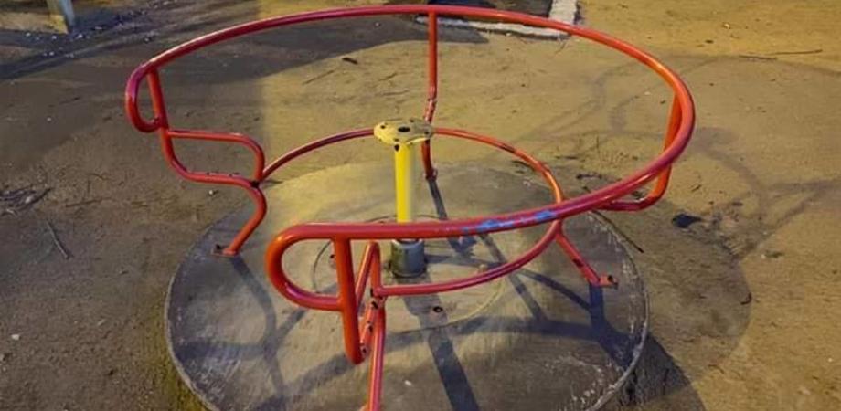 """Nuovo atto vandalico a Caltanissetta, distrutte le giostre del Parco Robinson. Il sindaco: """"Spero che presto le indagini diano i risultati"""""""