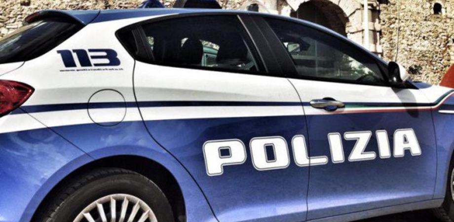 Niscemi, sorpreso in un bar con 9 involucri di marijuana: 22enne arrestato