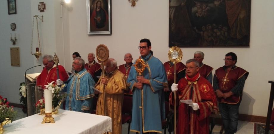 """Caltanissetta, il vescovo inaugura la mostra """"L'abito della fraternità"""""""