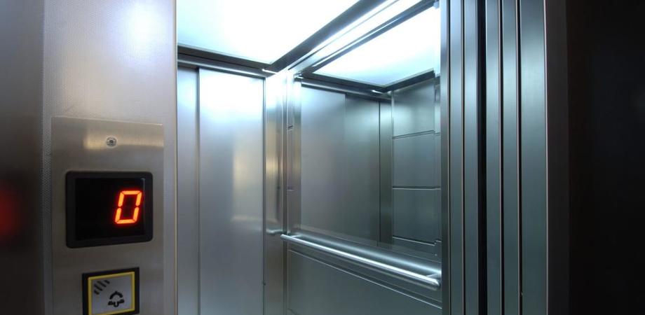 Abbattimento delle barriere architettoniche, a Delia gli ascensori di una scuola e del Comune verranno adeguati