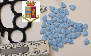https://www.seguonews.it/caltanissetta-cinquanta-pasticche-di-ectasy-nascoste-nella-stanza-della-nonna-20enne-arrestato-dalla-polizia