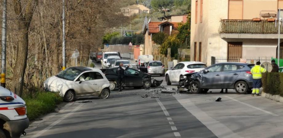 Caltanissetta, scontro tra tre auto in viale Stefano Candura: tre feriti trasportati in ospedale